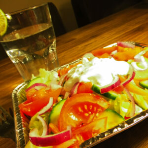 gezonde kapsalon met zoete aardappel en kalkoen