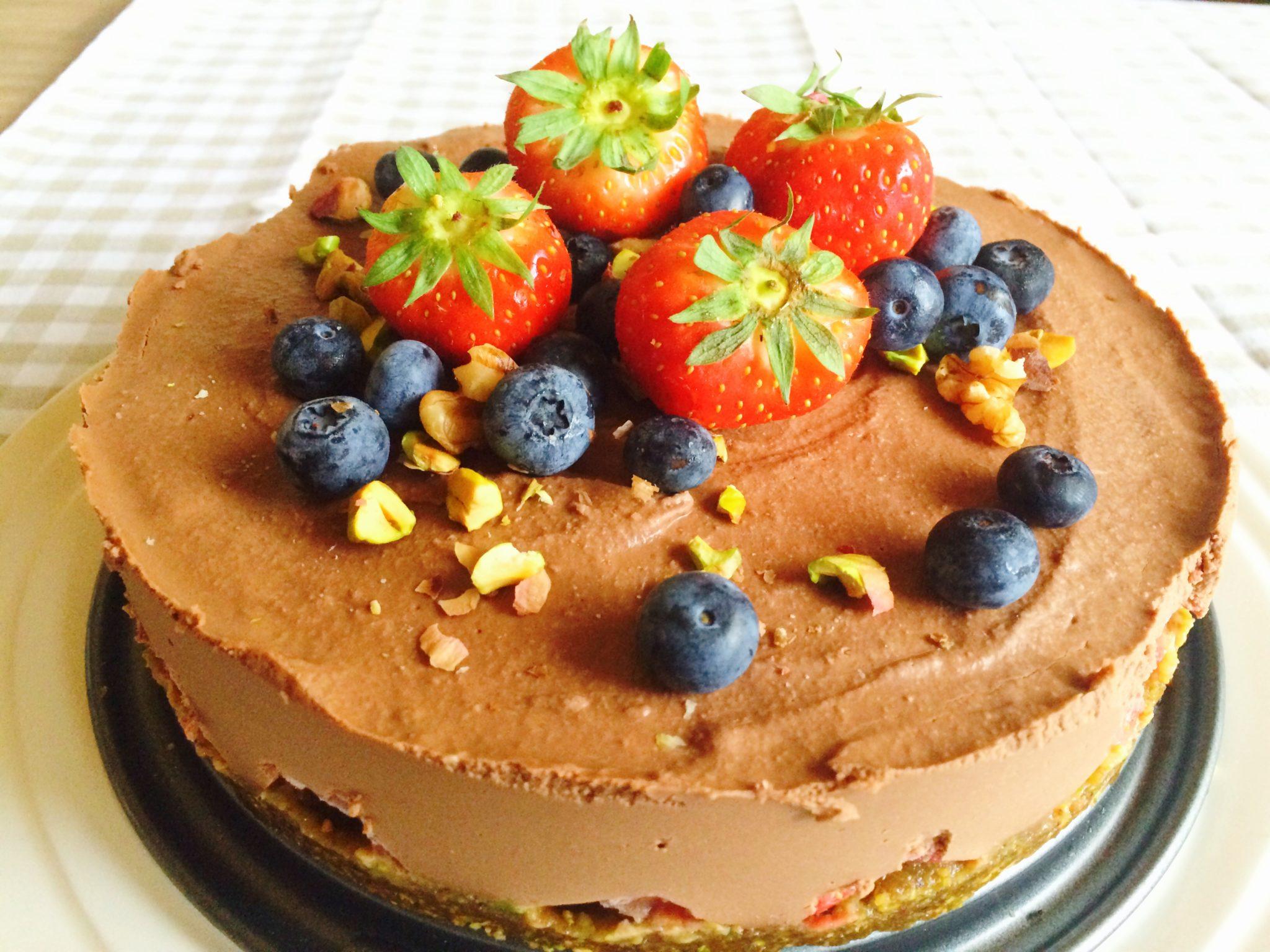 Raw food chocolade aardbeientaart