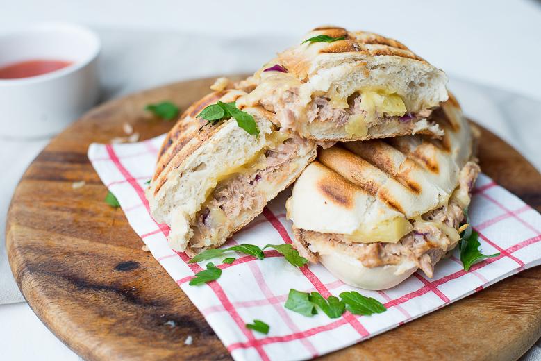 Pittige tonijn panini met ananas (ohmyfoodness.nl)