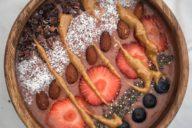 smoothiebowl choco strawberry-peanutbutter