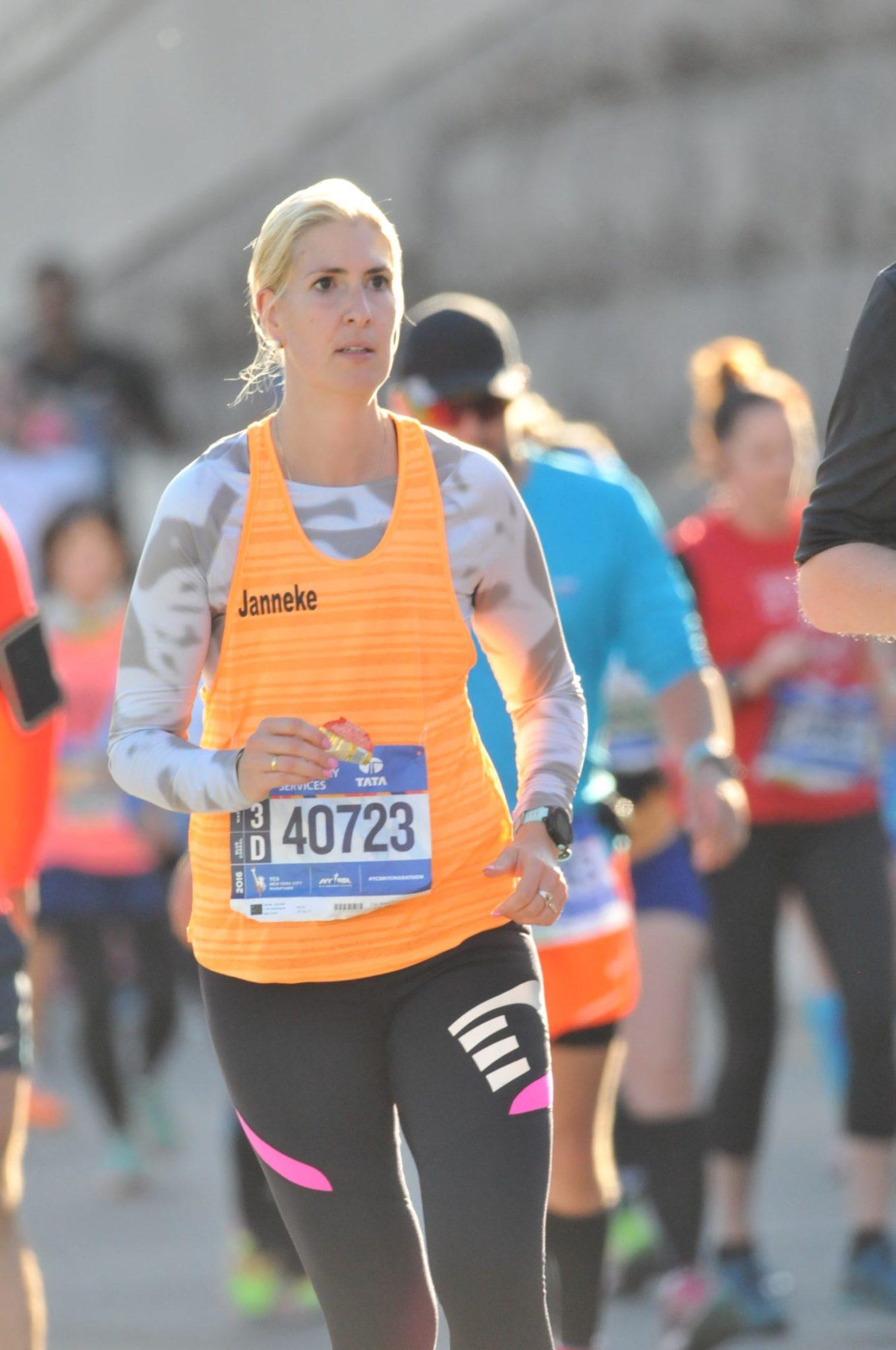 janneke van valkenburg met reuma in het revalidatiecentrum tot lopen van de NYC marathon