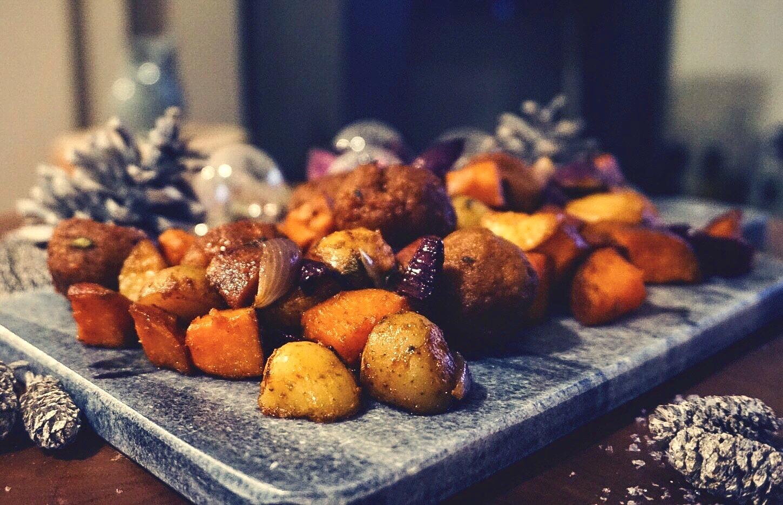 gezellige ovenschotel met krieltjes, zoete aardappel rode uit kipgehaktballetjes diner recept uit de oven gymjunkies kerstmenu 2018 stance van lieshout
