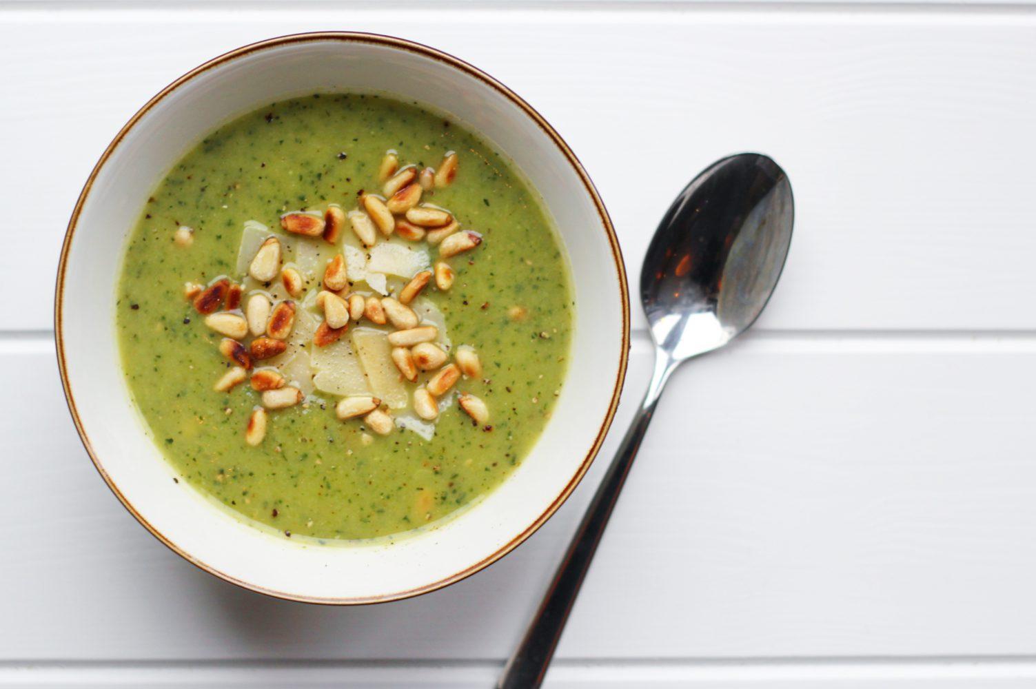 verse courgette pesto soep recept gezond