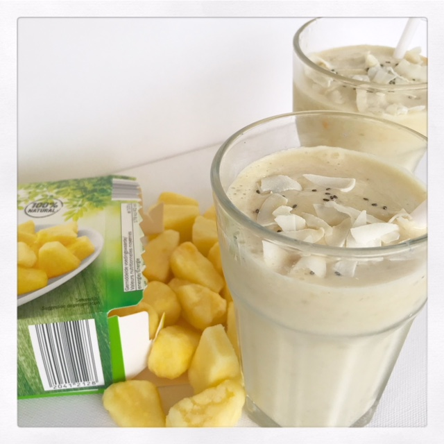 tropische smoothie recept banaan ananas kokos shake
