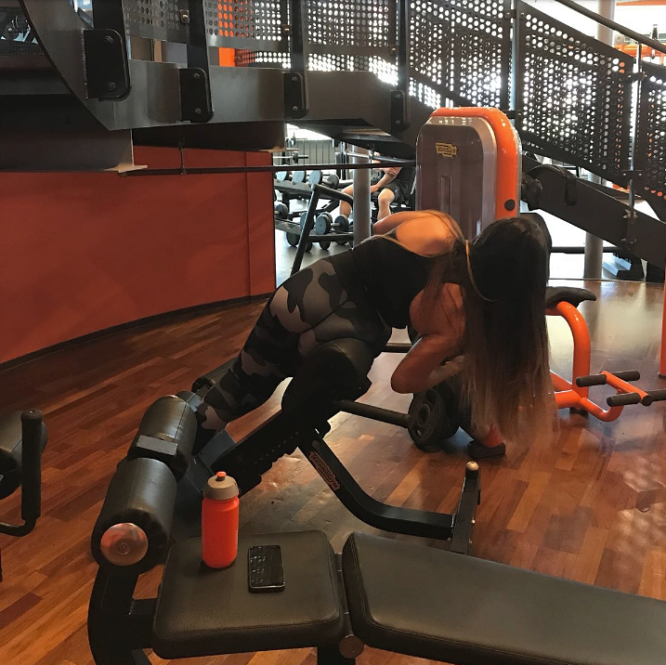 10 workout vragen aan @tessa_priscilla incline side bend