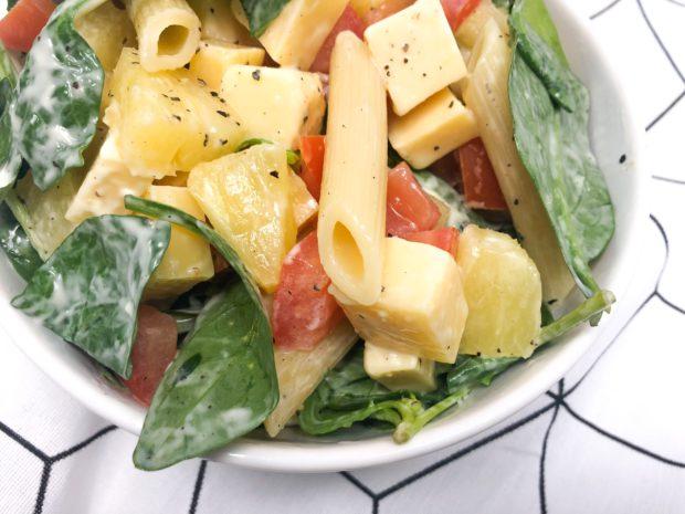 pastasalade met spinazie, kaas en ananas recept vegetarisch